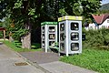 Lunz am See - Bücherschrank und Telefonzelle mit Bankerln.jpg