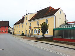 Münchsdorf (Hauptstraße 15).jpg