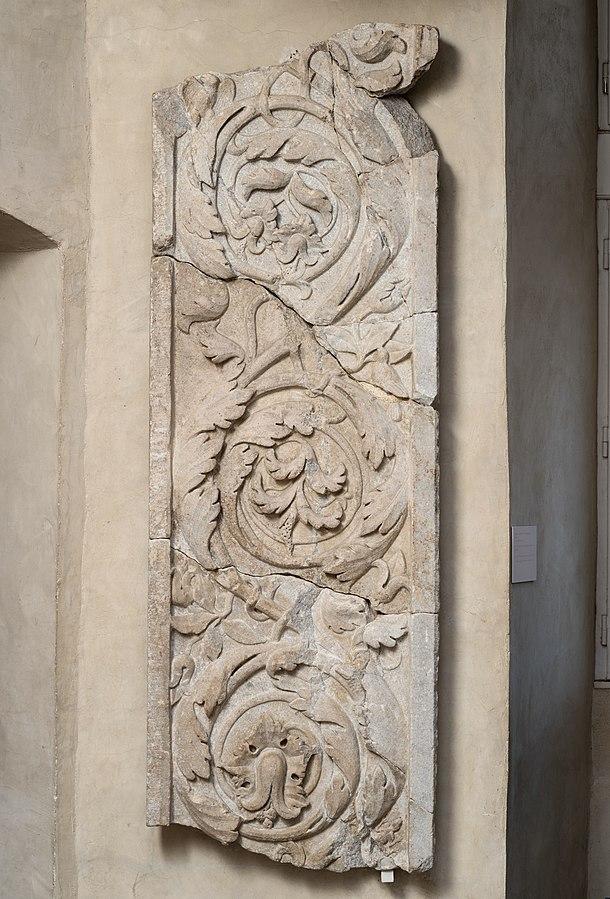 Fragment d'un pilastre ou d'un jambage de porte Ra 23 d