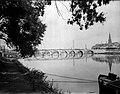 Maastricht, Maasoevers en bruggen, ca 1932.jpg