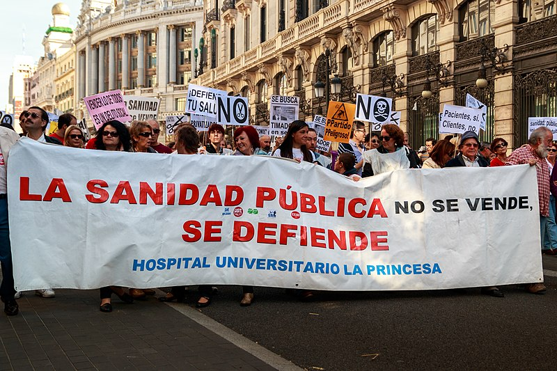 Manifestación de la Marea Blanca en Madrid. Autor: Barcex, 27/10/2013. Fuente: Wikimedia Commons (CC BY-SA 3.0)