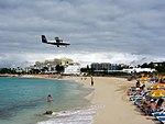 Maho Beach (6543975591).jpg