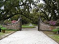 Main Gate Boone Hall Plantation Mt Pleasant SC - panoramio.jpg