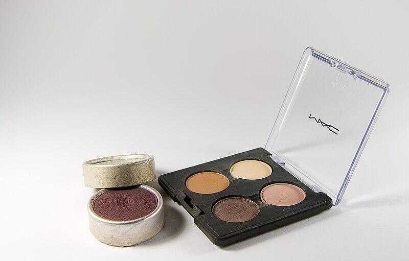 makijaż mineralny - cienie