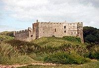 200px manorbier castle