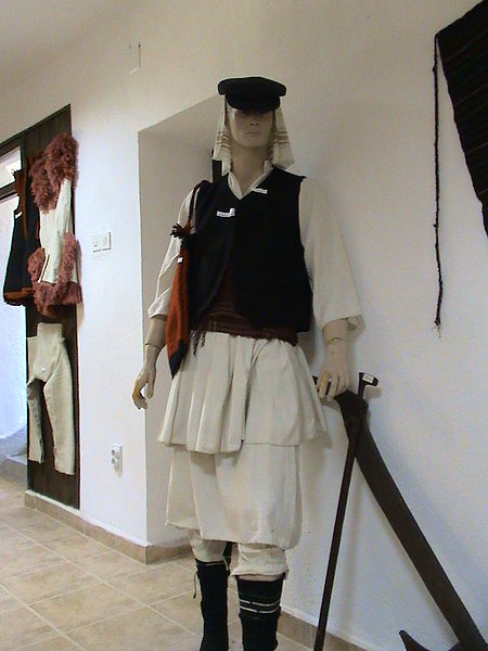 Податотека:Mariovo traditional man's clothes.JPG