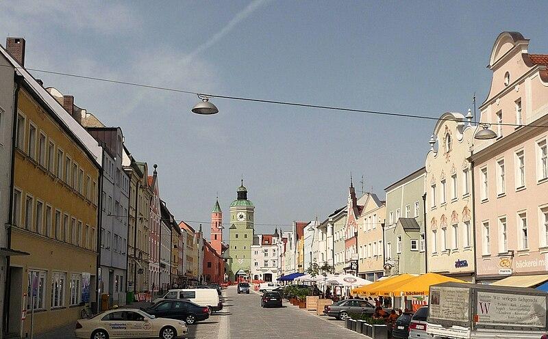 File:Marktplatz Vilsbiburg.JPG