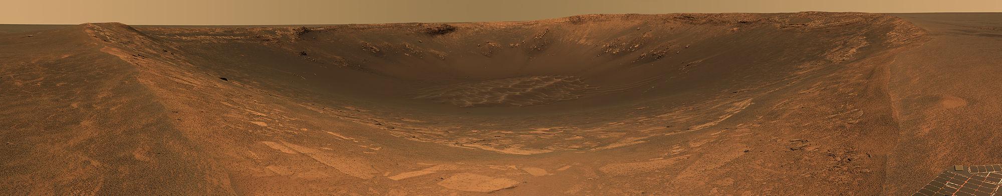 מראה פנורמי 180° - פני השטח של מאדים כפי שצילם רכב החקר אופורטיוניטי.