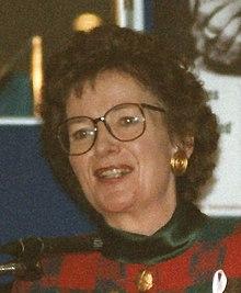 Mary Robinson, Prezidanto de Irlando 1996 (altranĉite).jpg