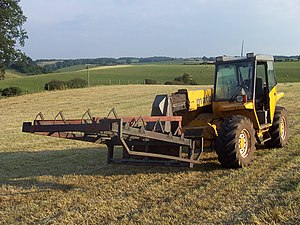 Matbro - Matbro TS270 with a flat 8 bale grab for small square bales