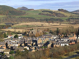 Melrose Town Centre from Quarry Hill - geograph.org.uk - 609004.jpg
