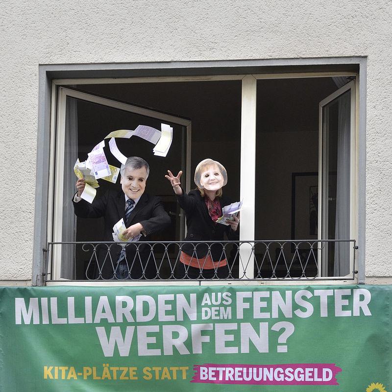 Milliarden aus dem Fenster werfen? Kita-Plätze statt Betreuungsgeld Aktion mit Sylvia Löhrmann, Cem Özdemir und Stefan Engstfeld.jpg