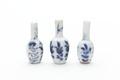 Miniatyrvaser i porslin med enkla stiliserade blommor i blå underglasyrmålning, från 1700-talet - Skoklosters slott - 93293.tif