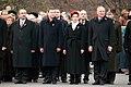 Ministru prezidents Valdis Dombrovskis piedalās ziedu nolikšanas ceremonijā pie Brīvības pieminekļa (6357984661).jpg