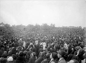 Miracle of the Sun - Crowd at Cova da Iria on 13 October 1917
