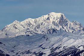 Vue du versant sud-ouest du mont Blanc en hiver depuis Valmorel en Tarentaise.
