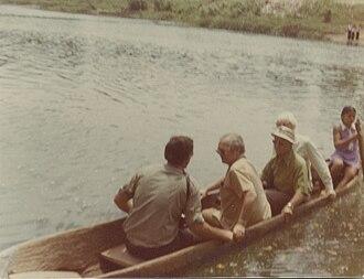 Maritime trade in the Maya civilization - Modern Example of a Maya Canoe