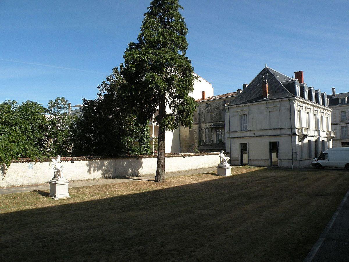 Musée Bernard-d'Agesci — Wikipédia