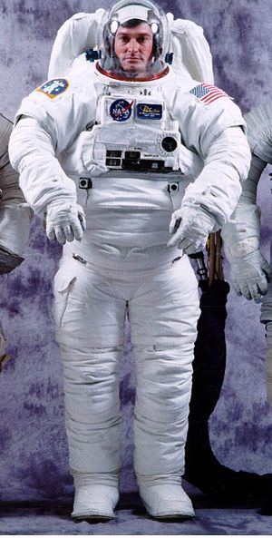 Extravehicular Mobility Unit - Image: NASA EMU without visor