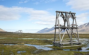 Economy of Svalbard - Image: NOR 2016 Svalbard Adventdalen to Longyearbyen cableways for coal 04