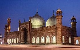 Night View of Badshahi Mosque (King's Mosque).jpg