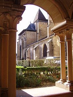 250px-Notre-Dame_de_Beaune_Vue_depuis_le_clo%C3%AEtre_2.JPG