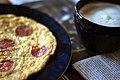 Omelet med pølse, ost og tomat (8011416137).jpg