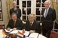 Omtrent-de-boxer-ondertekende-staatssecretaris-van-defensie-cees-van-der-knaap-maandag-18-december-al-een-memorandum-of.jpg