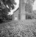 Onderste gedeelte van de bakstenen schoorsteen, met- klimijzers - Roermond - 20346336 - RCE.jpg