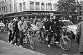 Op de fiets Parijs-Amsterdam-Parijs door acht Franse studenten op hun vierpersoo, Bestanddeelnr 920-7515.jpg