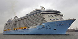 Ovation of the Seas (ship, 2016) 001.jpg