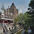 Overzicht van de voorgevels, met op de voorgrond de Oudegracht - Utrecht - 20423194 - RCE.jpg
