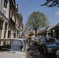 Overzicht van het straatbeeld met rechts de visbank - Gouda - 20379864 - RCE.jpg