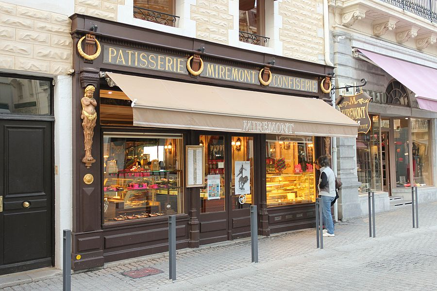 La pâtisserie Miremont à Biarritz en France.