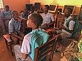 Péhunco - Un groupe d'enfants dans la salle informatique.jpg