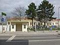 P1220803 06.04.2018 Betonwartehaus Bus Breitenlee Ort plus neu.jpg