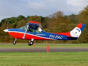 PH-PAC Cessna F182Q.JPG