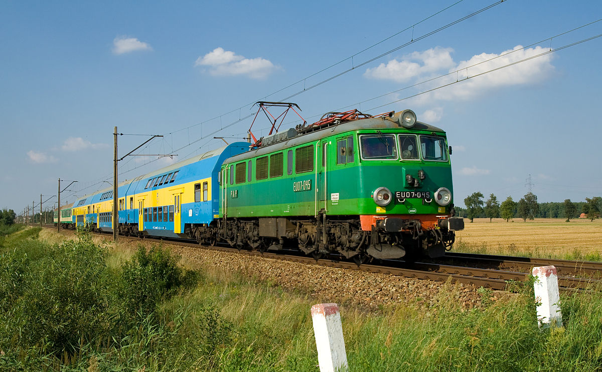 1200px-PKP_EU07_between_Stare_Bojanowo_a