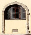 Palazzo Cocchi-Serristori, ext. 08 arco.JPG
