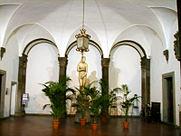 Palazzo_borghese,_atrio_01.JPG