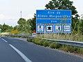Panneau D46a Aire de Nîmes Marguerittes 9 km.jpg