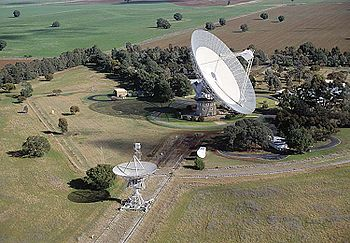 The Parkes 64 metre radio telescope at the Par...