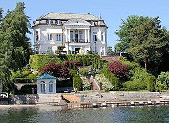 Alexander Nix - Villa Paus in fashionable Bygdøy, Oslo was built for Olympia Paus' family in 1907 and is now the home of billionaire Petter Stordalen.