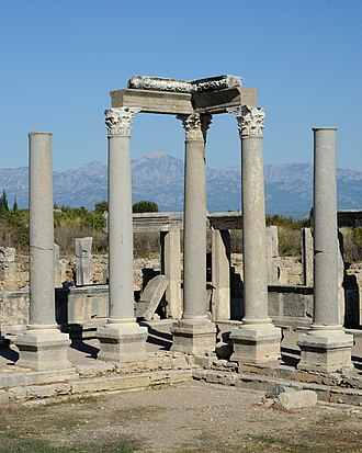 Perga - Image: Perge columns mountains
