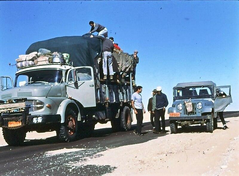 גן-שמואל-בטיול קבוץ לסיני 1968