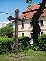 Planá nad Lužnicí - kříž u kostela.jpg