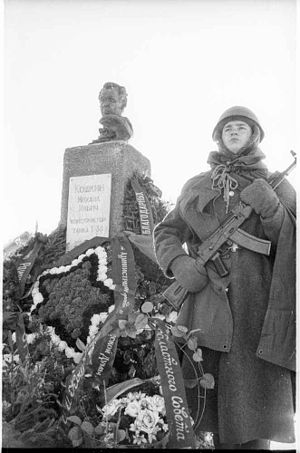 Mikhail Koshkin - Bust with honor guard, Pereslavl.