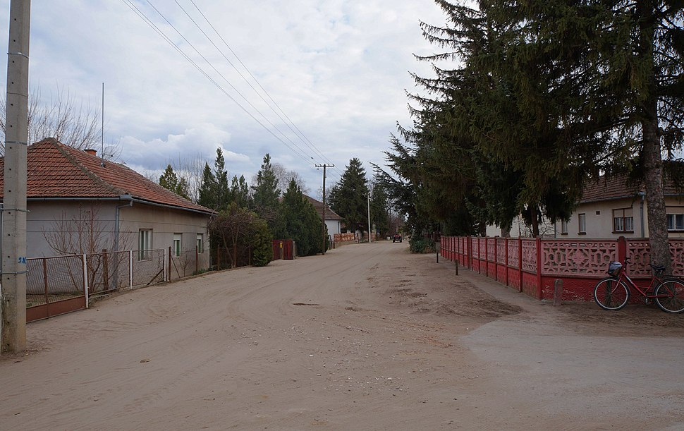 Pogranična ulica u Nosi – Határ-utca Noszán