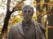 Pomnik Henryka Sienkiewicza Łazienki 06.jpg