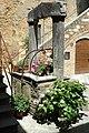 Pozzo a San Quirico d'Orcia (SI) - panoramio.jpg